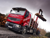 Timber haulage company grows its Renault Fleet with new Lander