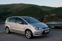 Ford S-MAX and Galaxy make the blind spot visible