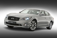 Infiniti M35h powers the hybrid into a new era