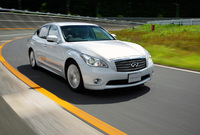 Infiniti makes noise around its performance hybrid