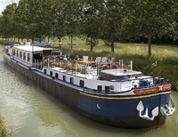 Luxury hotel barges in France