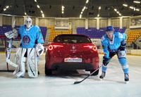 Ice cool Alfa Romeo in ice hockey challenge