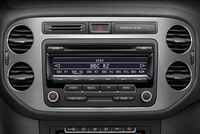 Volkswagen introduces standard DAB radio from Polo to Phaeton