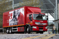 Renault Trucks first 26 tonne hybrid enters UK service