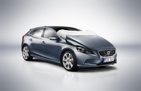 World's first pedestrian airbag fitted as standard on the Volvo V40