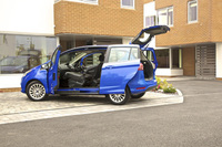 New B-MAX's door system is latest Ford innovation invented in Britain