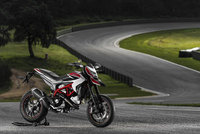 2013 Hypermotard models soon to arrive in Ducati stores