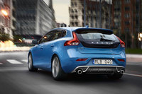 New low emission D2 automatic and T2 petrol join Volvo V40 range