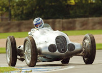 Action on the ground and in the skies at Donington Historic Festival