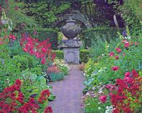 Discover the charming gardens of Shakespeare's England