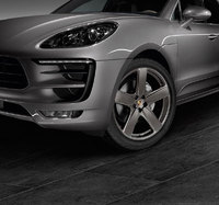 New sporty options for the Porsche Macan