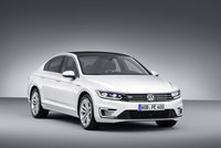 Volkswagen Passat GTE plug-in hybrid makes Paris debut