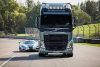 A Volvo FH challenges a Koenigsegg One:1