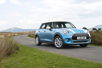 MINI celebrates record UK sales in 2014