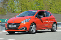 Production Peugeot 208 achieves fuel consumption record