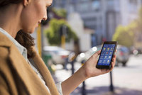 Mobile phone market returns to growth in 2014