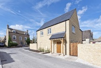 Make the most of Cotswold market town life at Crossways